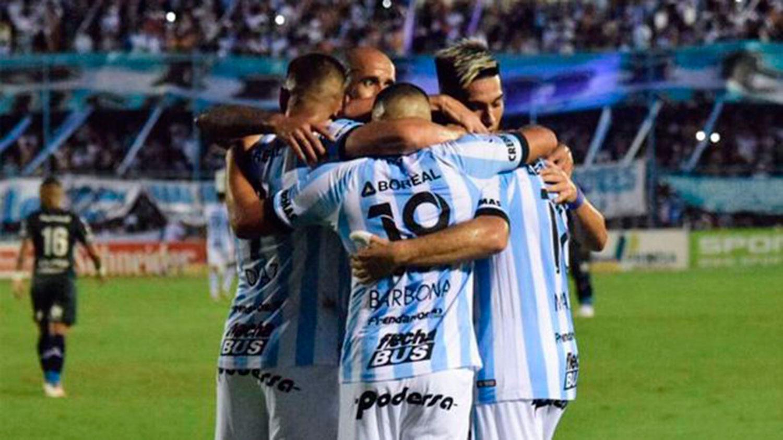 EN PRIMERA. Los Decanos se preparan para una nueva Superliga. ARCHIVO